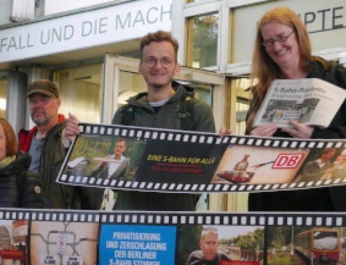 S-Bahn-Film an Landesvorsitzende der Berliner Linken übergeben